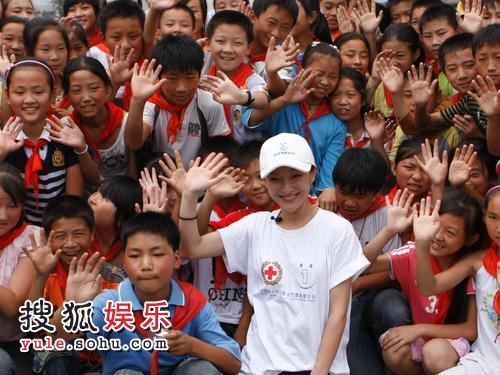 与孩子们唱幸福拍手歌