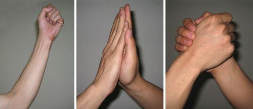 手势1:跑动中,单拳紧握,不断挥舞。代表力量和信心,众志成城,取得抗灾胜利。
