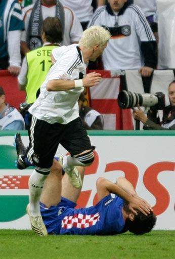 图文:德国1-2克罗地亚 莱科痛苦倒地