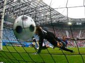图文:德国1-2克罗地亚 足球变形瞬间