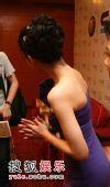 图:大S盛装出席 露颈部纹身香肩诱人