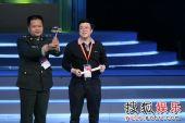 图:《士兵突击》获上海电视节金奖-两位编剧