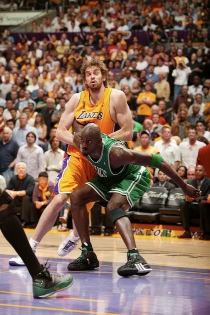 图文:[NBA]湖人负凯尔特人 加内特PK加索尔