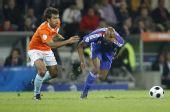 图文:[欧洲杯]荷兰4-1法国 阿内尔卡带球突破