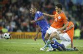 图文:[欧洲杯]荷兰4-1法国 阿内尔卡失去平衡