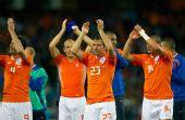 图文:[欧洲杯]荷兰4-1法国 胜者向观众致意
