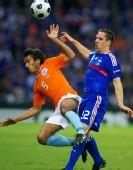 图文:[欧洲杯]荷兰4-1法国 你拼我抢好不激烈