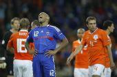 图文:[欧洲杯]荷兰4-1法国 亨利发泄不满