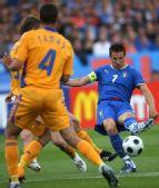图文:[欧洲杯]意大利1-1罗马尼亚 皮耶罗妙传