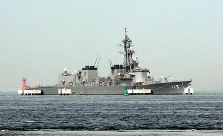 """资料图片:日本海上自卫队高波级导弹驱逐舰""""涟号""""侧视图"""