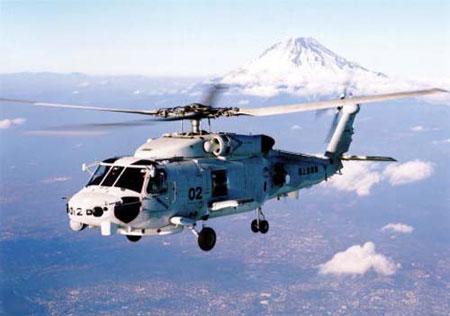 """资料图片:""""高波""""级驱逐舰可以搭载机身比SH-60J长400毫米的SH-60K直升机"""