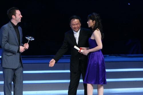何琳携手高希希颁电视电影金奖