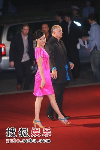 图:上海国际电影节开幕-邬君梅夫妇亮相