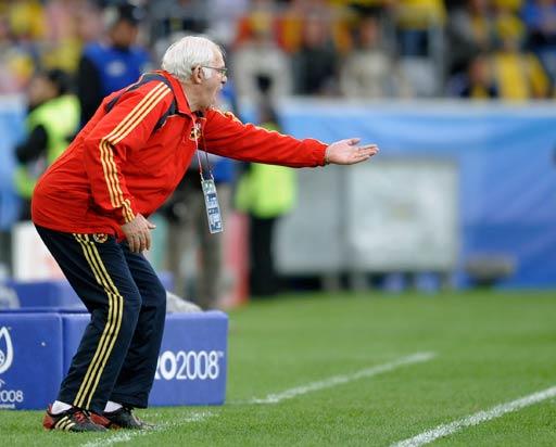 图文:西班牙2-1瑞典 老帅场边指挥