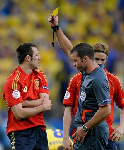 图文:西班牙2-1瑞典 马切纳被出示黄牌
