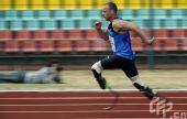 """奥运梦想激励自己 """"残疾飞人""""奥斯卡刻苦训练"""