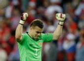 图文:希腊0-1俄罗斯 阿金菲耶夫庆祝胜利