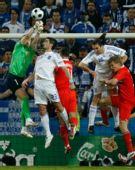 图文:希腊0-1俄罗斯 阿金菲耶夫救险