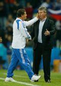 图文:希腊0-1俄罗斯 雷哈格尔与希丁克握手