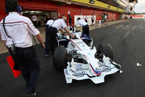 图文:F1西班牙试车第三日 宝马车手海德菲尔德