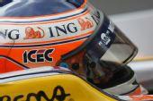 图文:F1西班牙试车第三日 皮奎特头盔特写