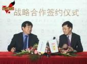 图:搜狐首席运营官龚宇与许朋乐接受采访