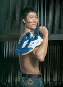 图文:王励勤阳光赤裸写真 赤裸上身脸上涂彩