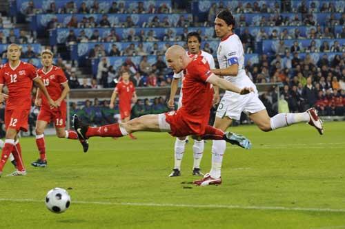 图文:[欧洲杯]葡萄牙VS瑞士 劲射瞬间