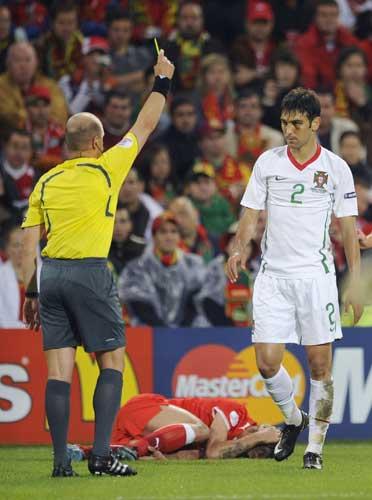 图文:[欧洲杯]葡萄牙VS瑞士 葡萄牙染黄