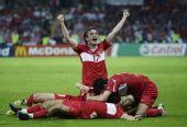 图文:[欧洲杯]土耳其3-2捷克 奇迹扳平