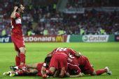 图文:[欧洲杯]土耳其3-2捷克 神奇的一幕