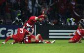 图文:[欧洲杯]土耳其3-2捷克 飞身叠罗汉