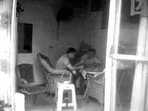 """11日,巴南区鱼洞,3名镇政府工作人员在茶楼""""斗地主"""" 网友供图 Z3"""