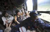 日本动员全国直升机抗灾 昼夜不歇转移灾民(图)