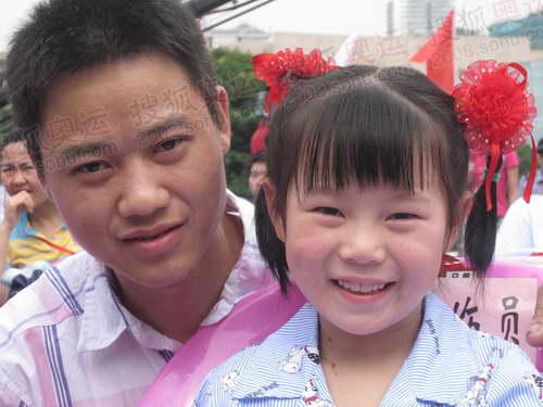 坚强的小朋友王彬(梁平文化中心二年级学生)