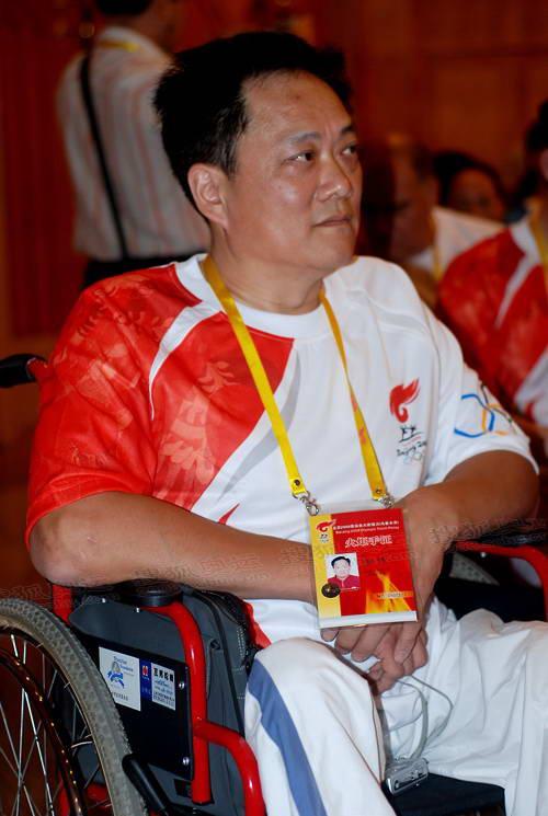 图文:乌鲁木齐站 专访残疾人火炬手教练张楠