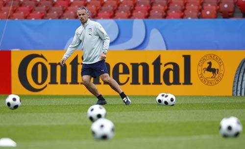 意大利备战小组赛最后一场  多纳多尼更像球员