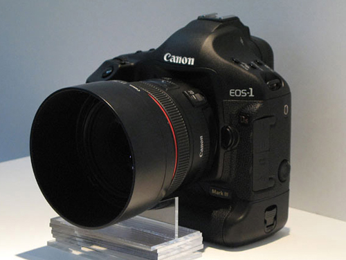 单反相机旗舰之作 佳能1Ds Mark III上市