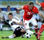 图文:德国1-0胜奥地利 波多尔斯基拼抢