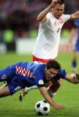 图文:[欧洲杯]克罗地亚1-0波兰 人仰马翻