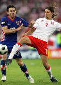 图文:[欧洲杯]克罗地亚1-0波兰 抢先出脚