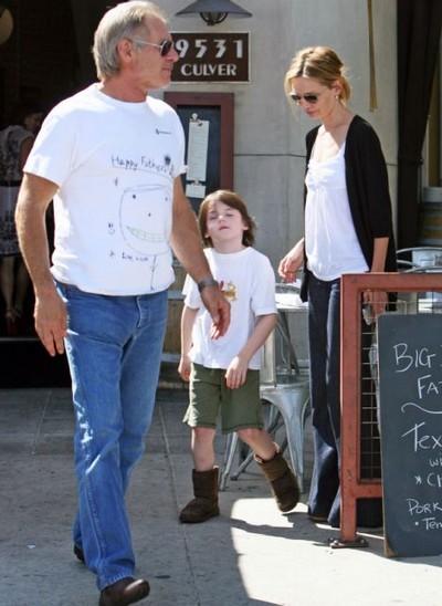 """哈里森-福特身穿""""父亲节快乐""""T恤"""