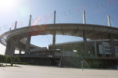 1新疆体育中心的体育场