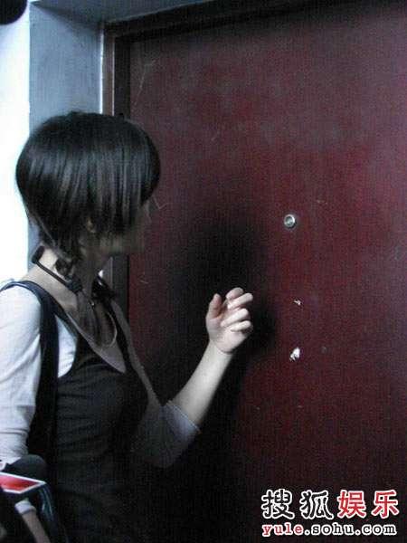 童蕾轻轻叩响蒋敏家的门