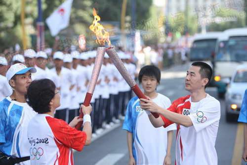 著名演员陈建斌传递圣火