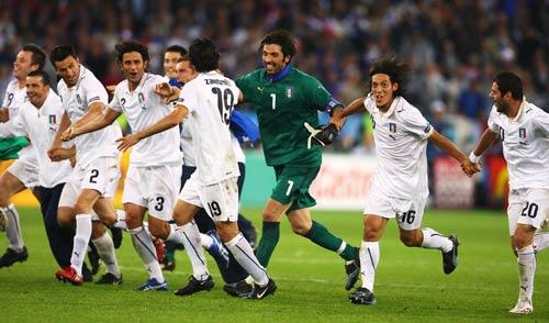 图文:意大利2-0法国 感谢球迷
