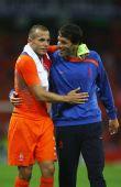 图文:荷兰2-0罗马尼亚 范尼祝贺海廷加