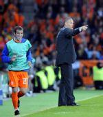 图文:[欧洲杯]荷兰VS罗马尼亚 巴斯滕指挥