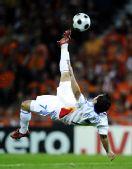 图文:[欧洲杯]荷兰VS罗马尼亚 彼得射门