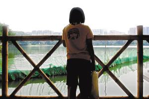 梅梅徘徊在流花湖边,曾想终结年轻的生命。